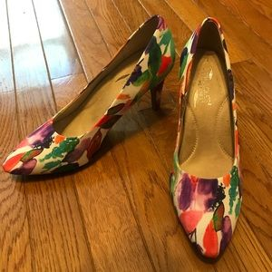 AEROSOLES Shoes - brand new in box floral heels